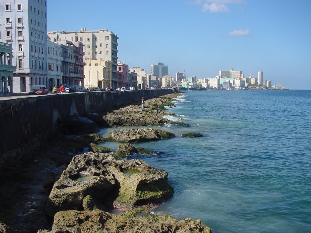 Qytete e botes... - Faqe 3 Cuba-Habana_malecon